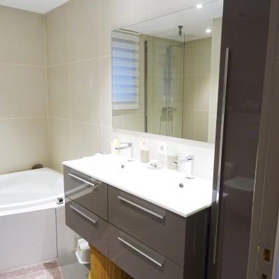 Décoration intérieure, aménagement, rénovation et suivi de chantier suite parentale Lyon St Cyr au Mont d'Or, style contemporain élégant et naturel - Salle de bain
