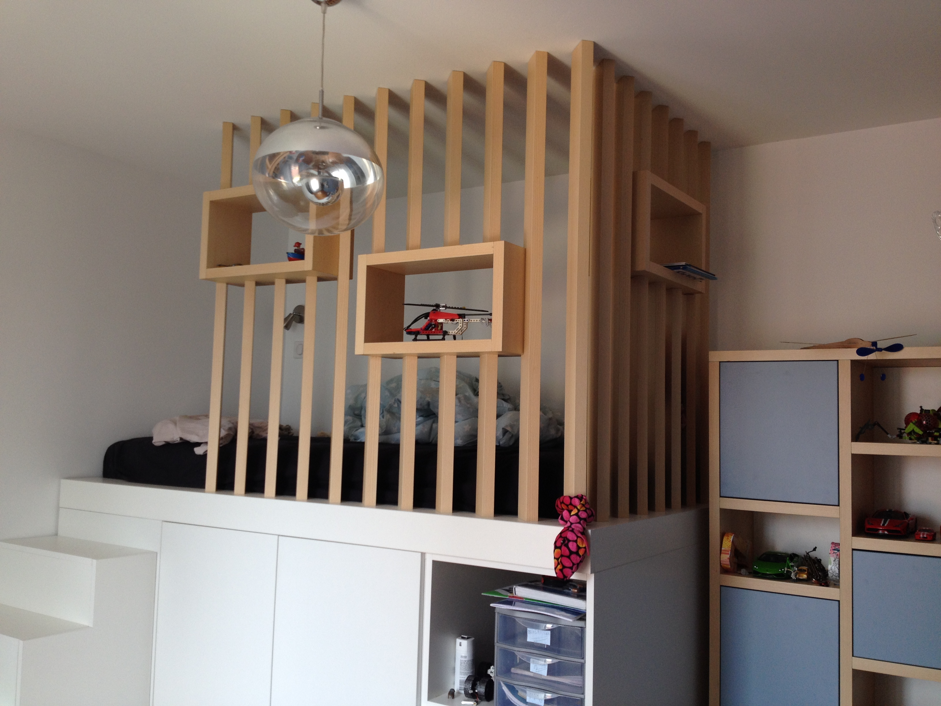 Aménagement d\'une chambre d\'adolescent avec un lit cabane en ...