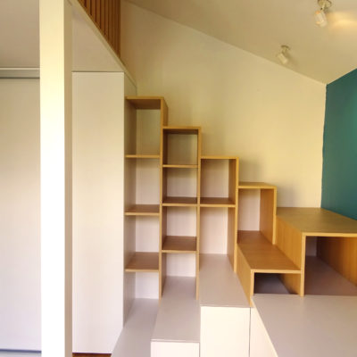 Chambre d'étudiant avec mezzanine, bureau, bibliothèque et placards sur mesures - Décoration intérieure, aménagement, rénovation et suivi de chantier Vertinea à Lyon
