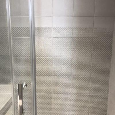 Salle de bain de style contemporain chic - Décoration intérieure, aménagement et maîtrise d'oeuvre appartement à Lyon - Réalisation agence Vertinea Décoration intérieure Lyon
